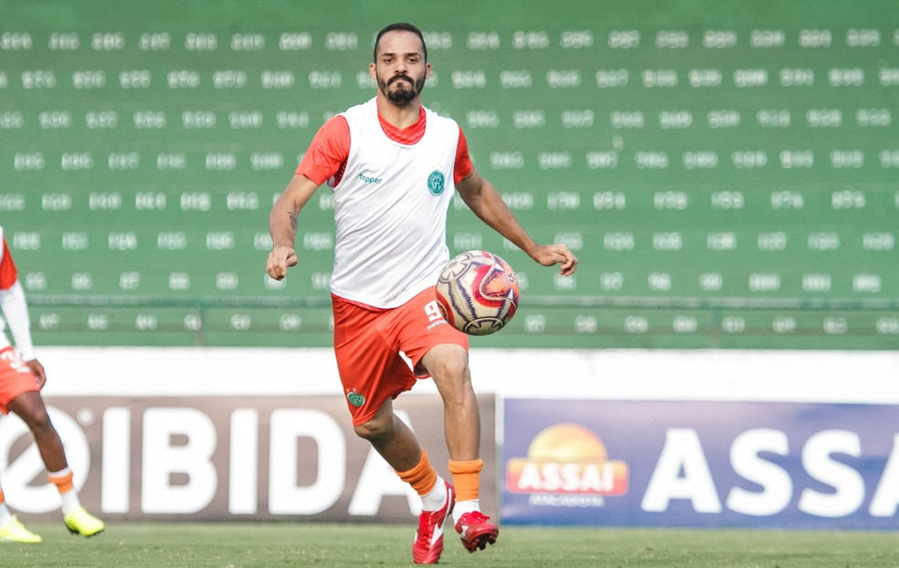 Anselmo Ramon tem grandes chances de deixar o clube — Foto: Letícia Martins / Guarani FC