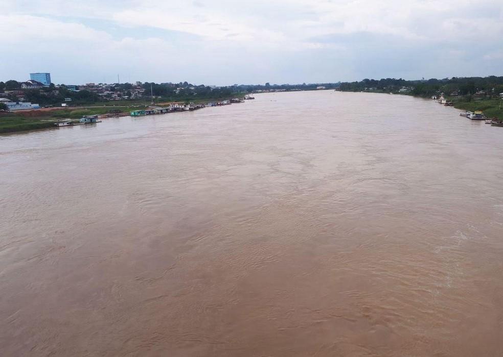 Rio Juruá voltou a subir nesta segunda-feira (26) (Foto: Adelcimar Carvalho/G1)
