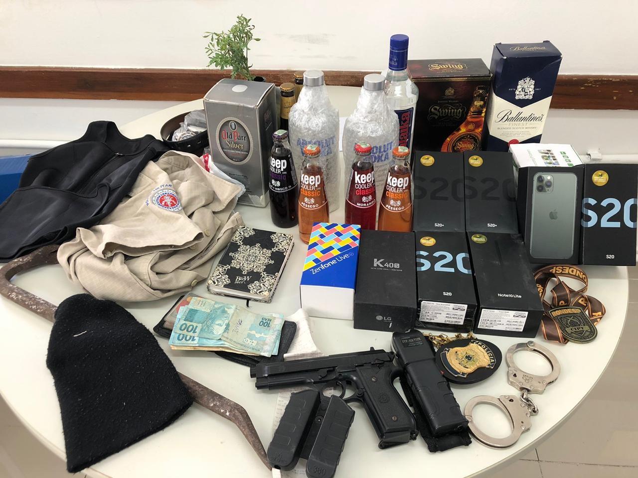 Agentes de segurança são presos suspeitos de assaltar empresa de telefonia em Salvador