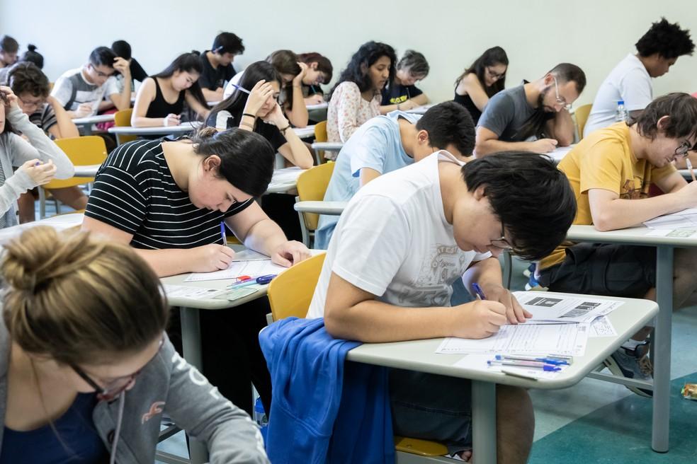 Candidatos fazem prova da Fuvest — Foto: Celso Tavares/G1