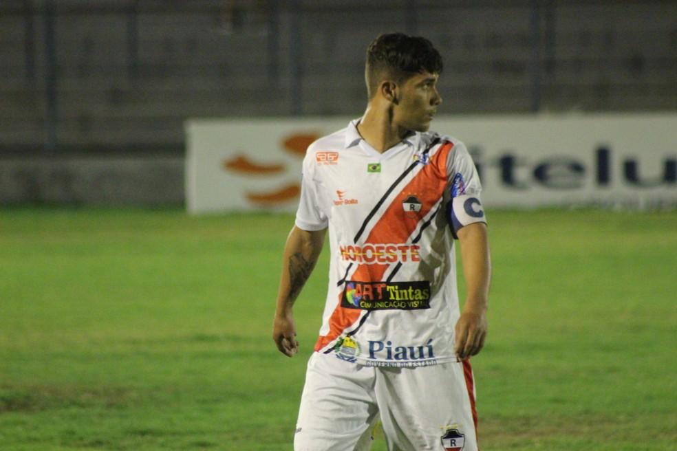 Davyson, meia do River-PI (Foto: Arthur Ribeiro/GloboEsporte.com)