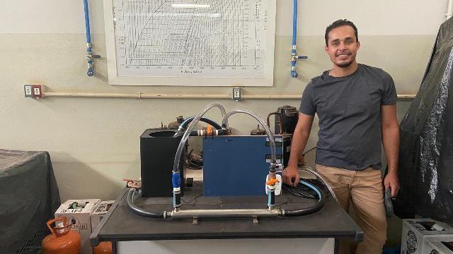 Universitário cria equipamento para estudar troca de calor e doa para curso de engenharia da UFTM em Uberaba