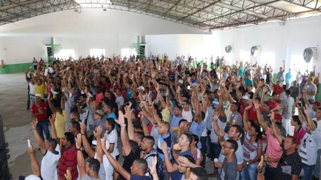 Ameaçados pelo desemprego, trabalhadores da indústria naval se mobilizaram em Pernambuco (Foto: SINDICATO DOS METALÚRGICOS DE PERNAMBUCO)