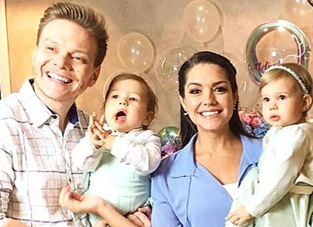 Michel Teló e Thais Fersoza com os filhos: Melinda e Teodoro (Foto: Reprodução)
