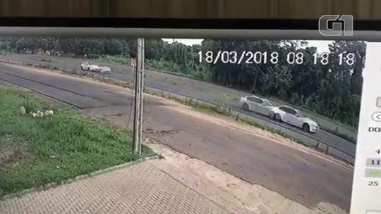 Sobrevivente de colisão entre carros de luxo é intimado após receber alta