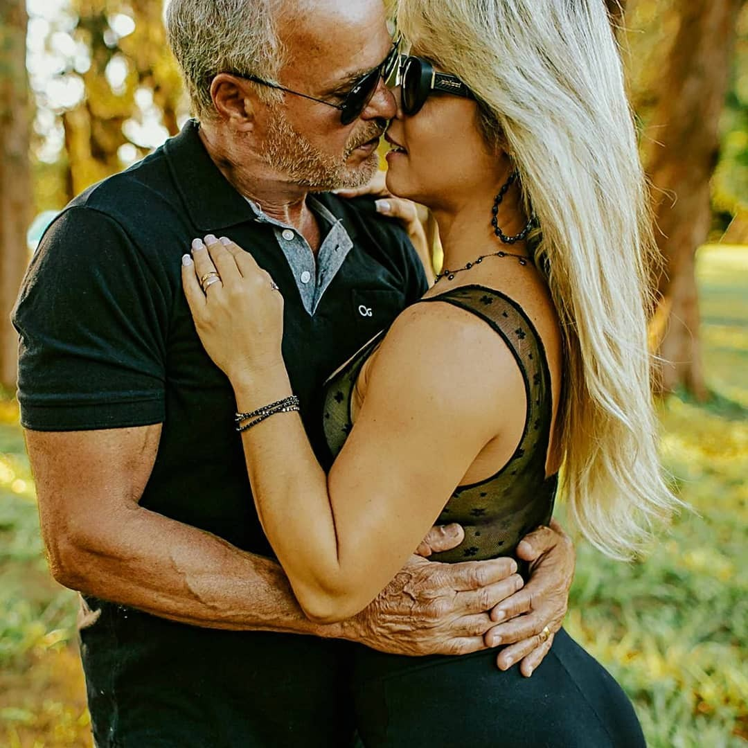 Cris, de 41 anos, e Kadu Moliterno, 64, estão juntos desde 2016 (Foto: Reprodução / Instagram)