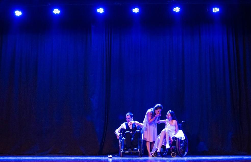 Raquel e a filha Lívia têm uma coreografia que representa a relação das duas com a dança (Foto: Matheus Machado/Divulgação)