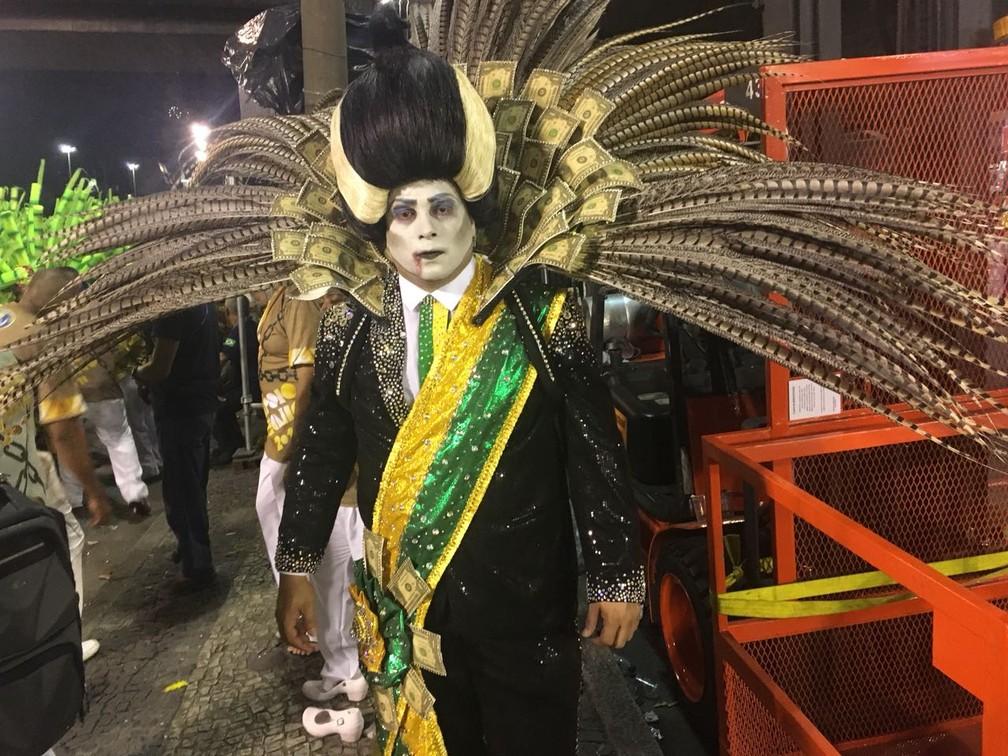 Professor Leo Morais viveu o presidente vampiro da Tuiuti (Foto: Fernanda Rouvenat/G1)