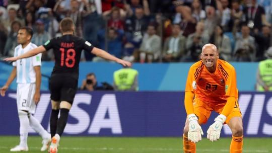 Goleiro argentino entrega o ouro, e Rebic faz 1 a 0 para a Croácia; veja