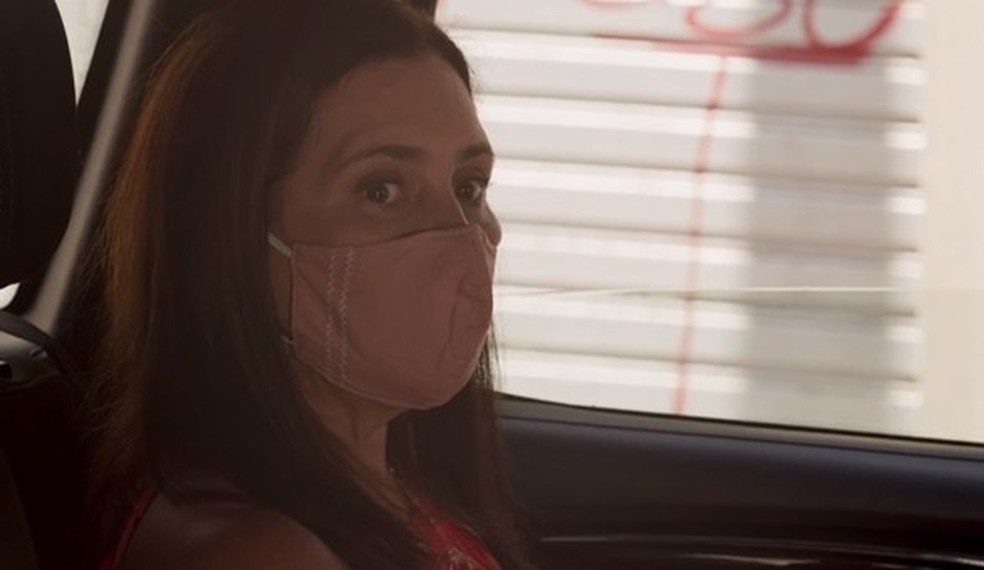 Thelma fica em pânico e pede que Danilo interfira — Foto: Globo