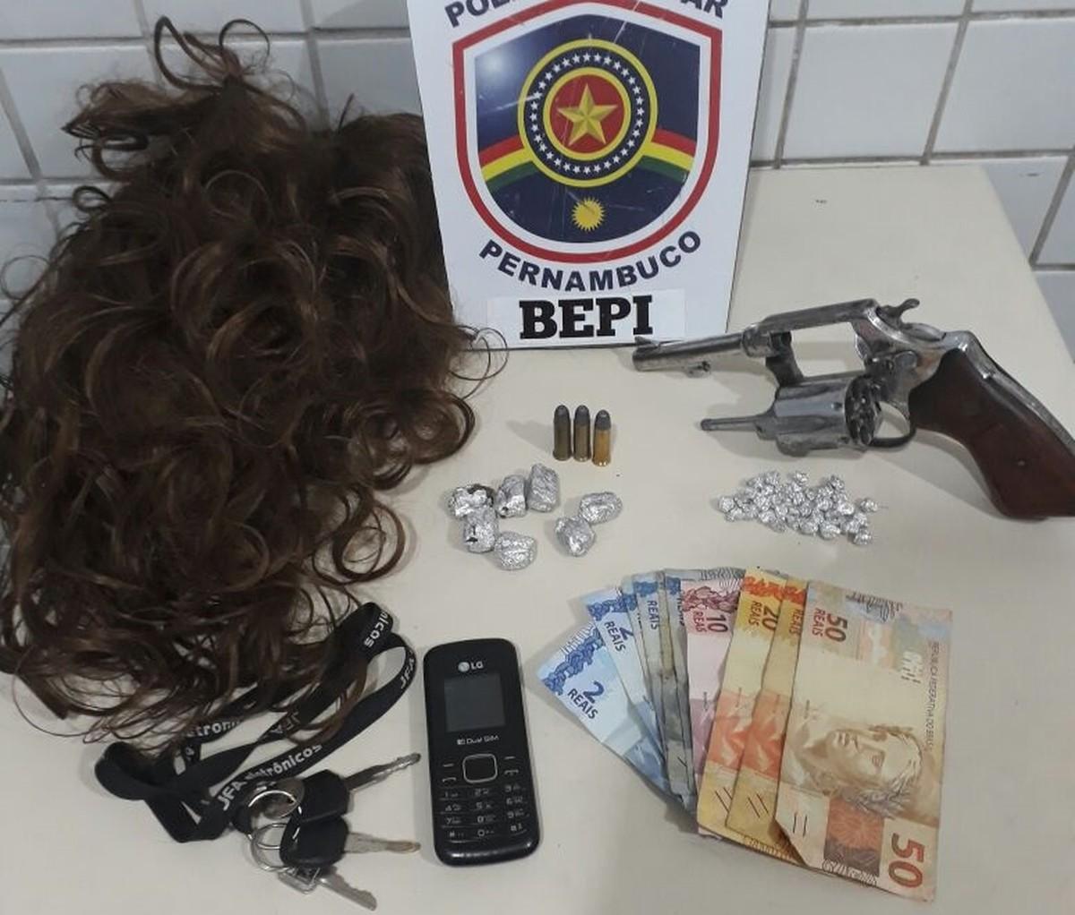 Trio suspeito de tráfico de drogas é detido após sofrer acidente de moto em Caruaru