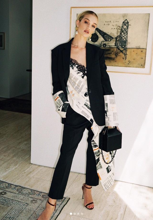 Rosie Huntington-Whiteley pronta para a festa de lançamento da Takeout bag (Foto: Instagram Rosie Huntington-Whiteley/ Reprodução)
