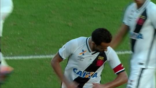 """""""Contra o River Plate sensacional..."""" Nenê marca de falta, e Vasco vence"""