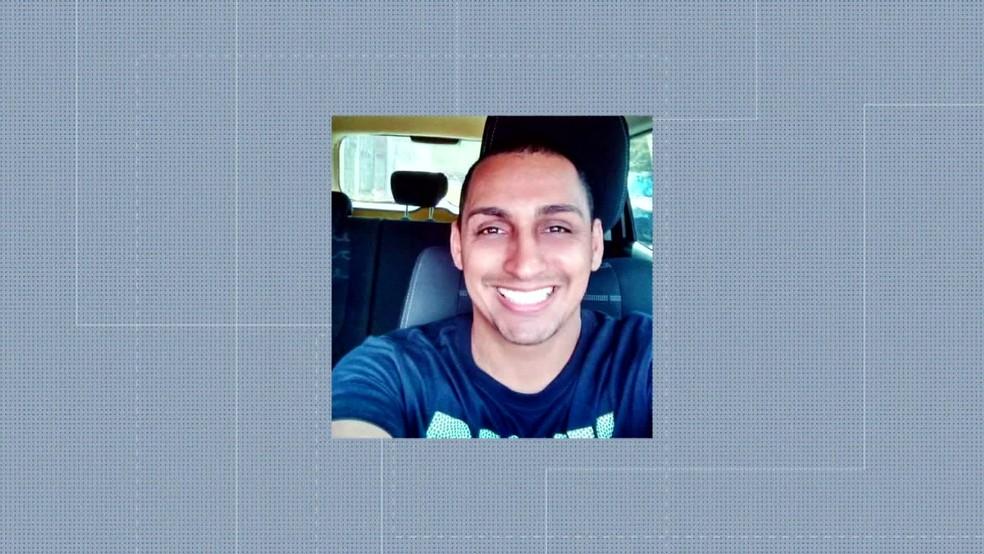 Soldado Jeferson Franklin dos Santos foi morto em Padre Miguel na noite desta segunda (8) — Foto: Reprodução / TV Globo