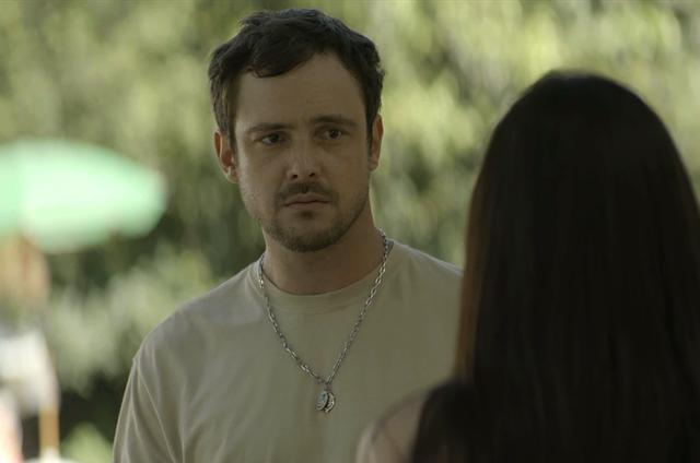 Sergio Guizé é Chiclete em 'A dona do pedaço' (Foto: Reprodução)