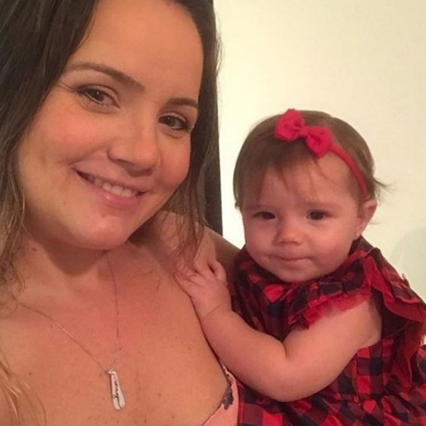 Tatyane Goulart com a filha (Foto: Reprodução)