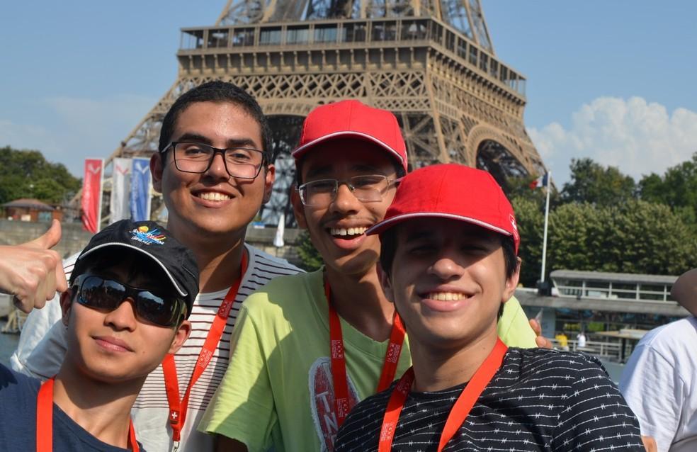 Em 2019, durante a Olimpíada Internacional de Química em Paris, Ygor participou da competição tendo todos os custos da viagem pagos pelo Governo — Foto: Arquivo pessoal