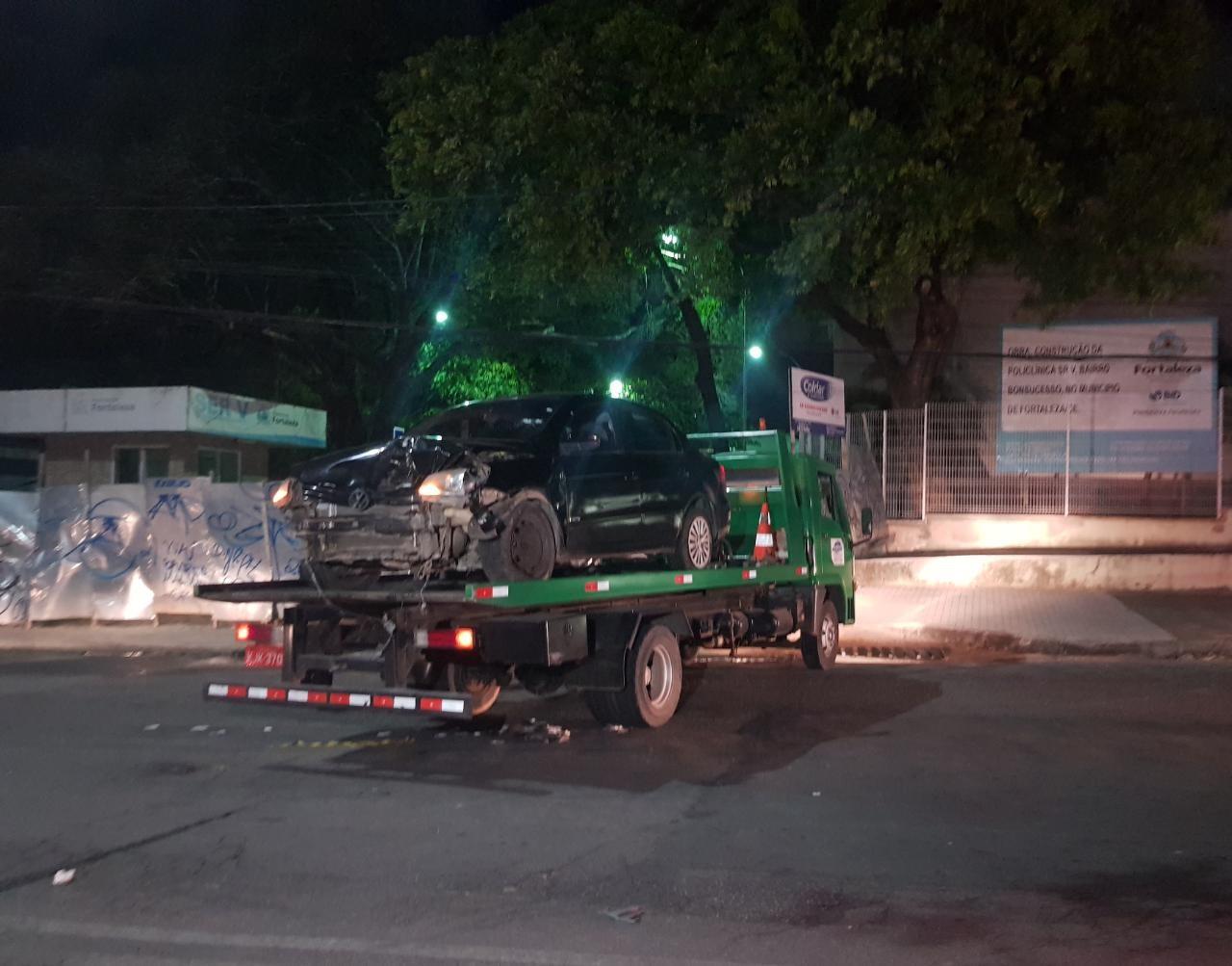 Dois homens têm o veículo interceptado e são mortos a tiros em Fortaleza; suspeitos são presos