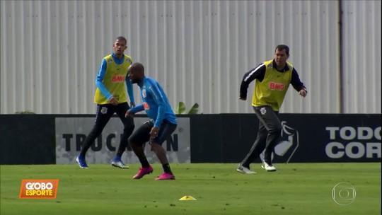 Em manhã de zagueiro, Carille esboça Corinthians e deve voltar a repetir time após 14 jogos