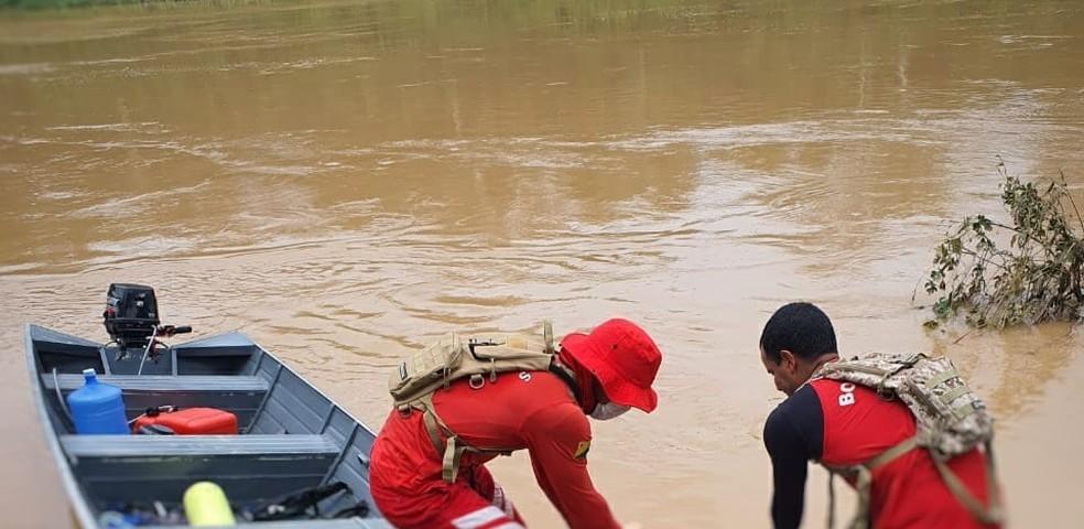 No AC, bombeiros fazem buscas por homem que teria se afogado após levar tiro em tentativa de assalto