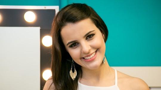 'The Voice' Allice Tirolla dá dica de maquiagem para sobrancelha