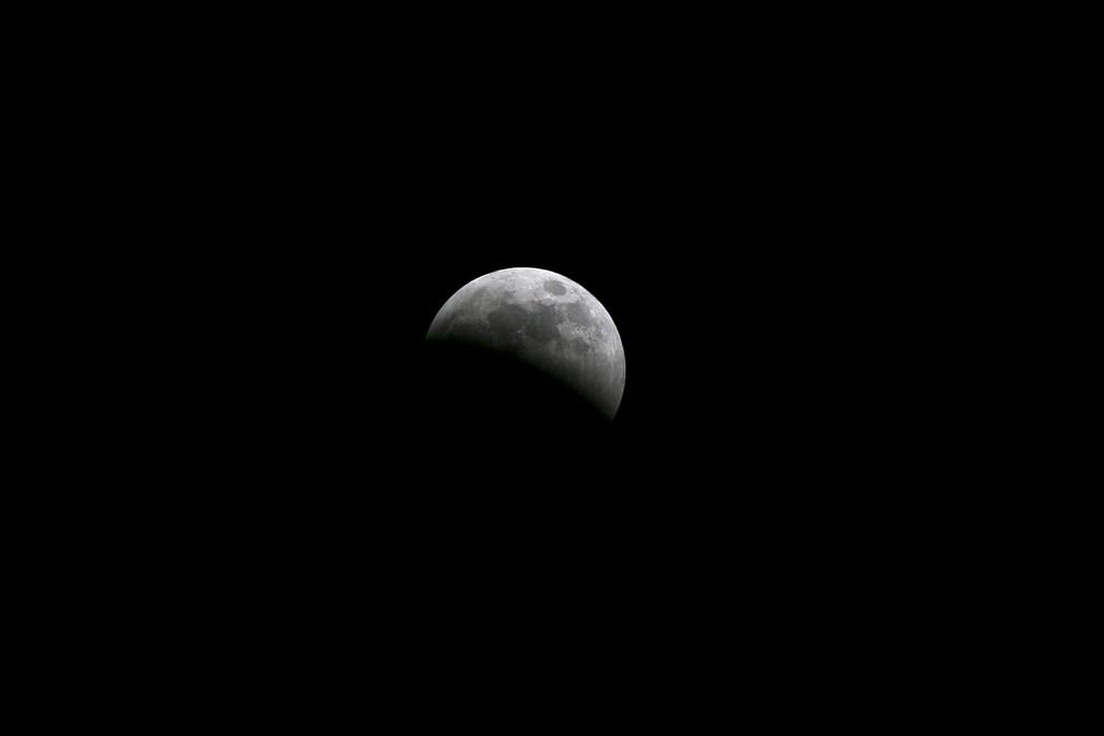 Eclipse lunar visto do Quênia. (Foto: Thomas Mukoya/Reuters)