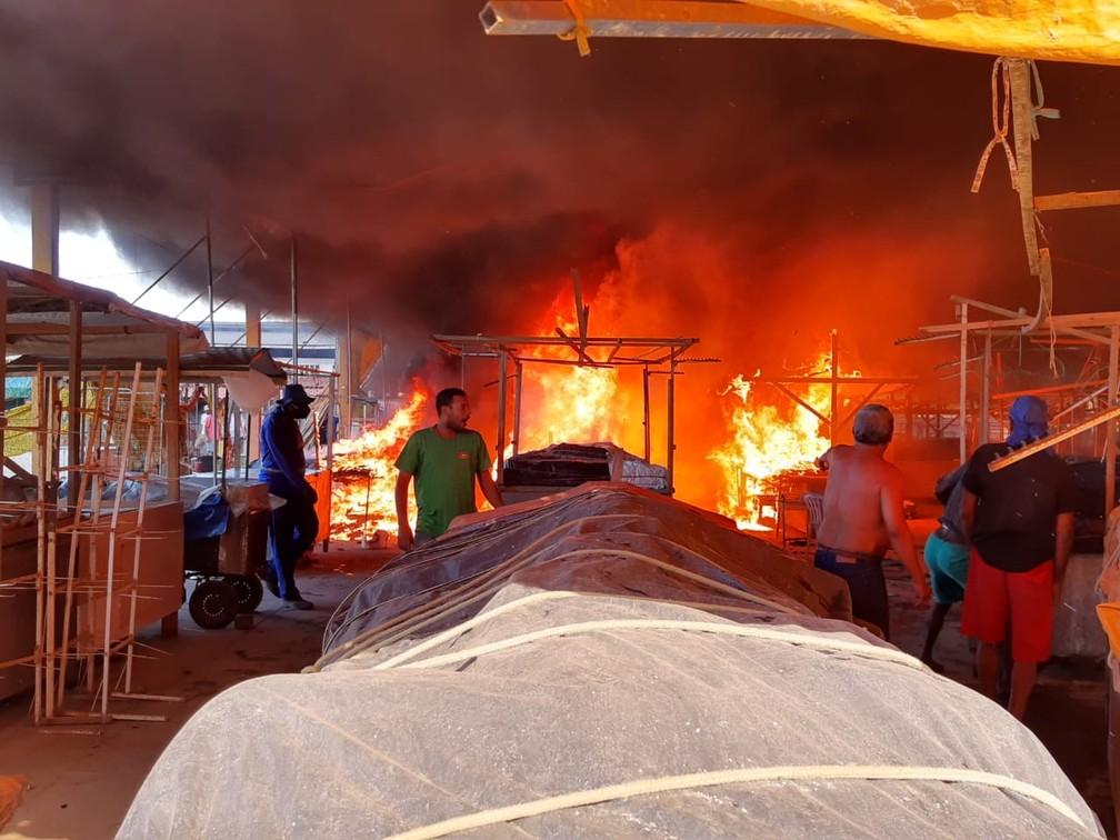 Chamas começaram por volta das 14h — Foto: Giro Ipiaú