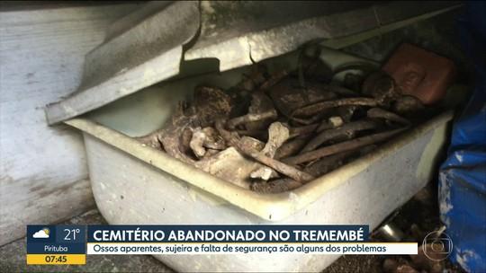 Cemitério abandonado no Tremembé