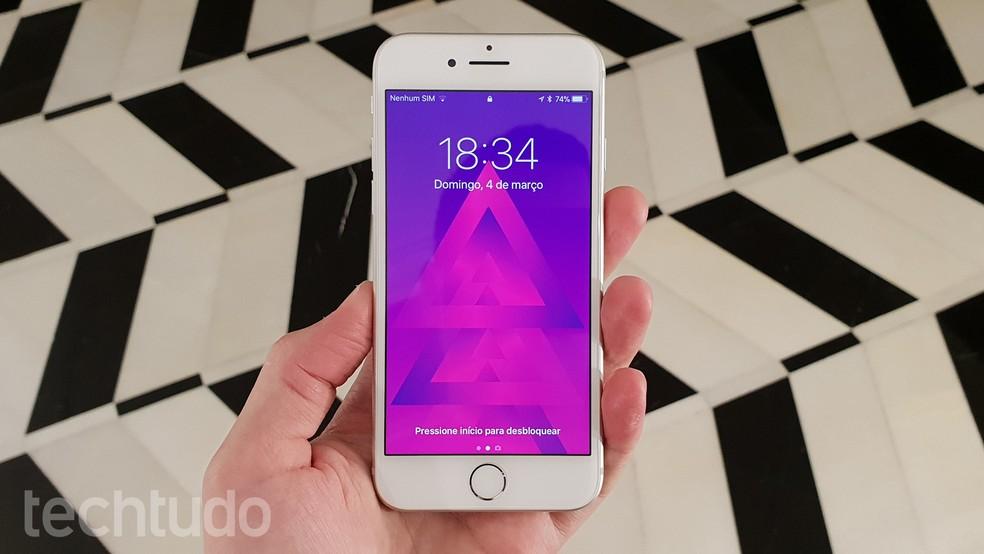 iPhone 8 está disponível nas cores branco, prateado, cinza-espacial e vermelho (Foto: Thássius Veloso/TechTudo)
