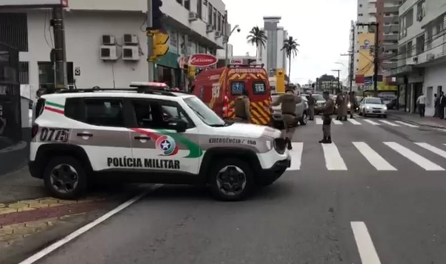 Motorista que atropelou policial militar em Florianópolis já tinha sido preso por esfaquear vizinha