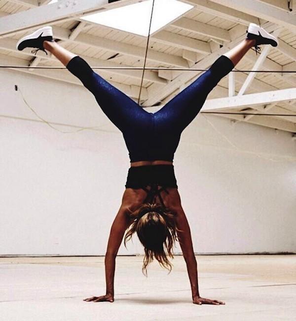A atriz Halle Berry durante um treinamento com seu personal trainer (Foto: Instagram)