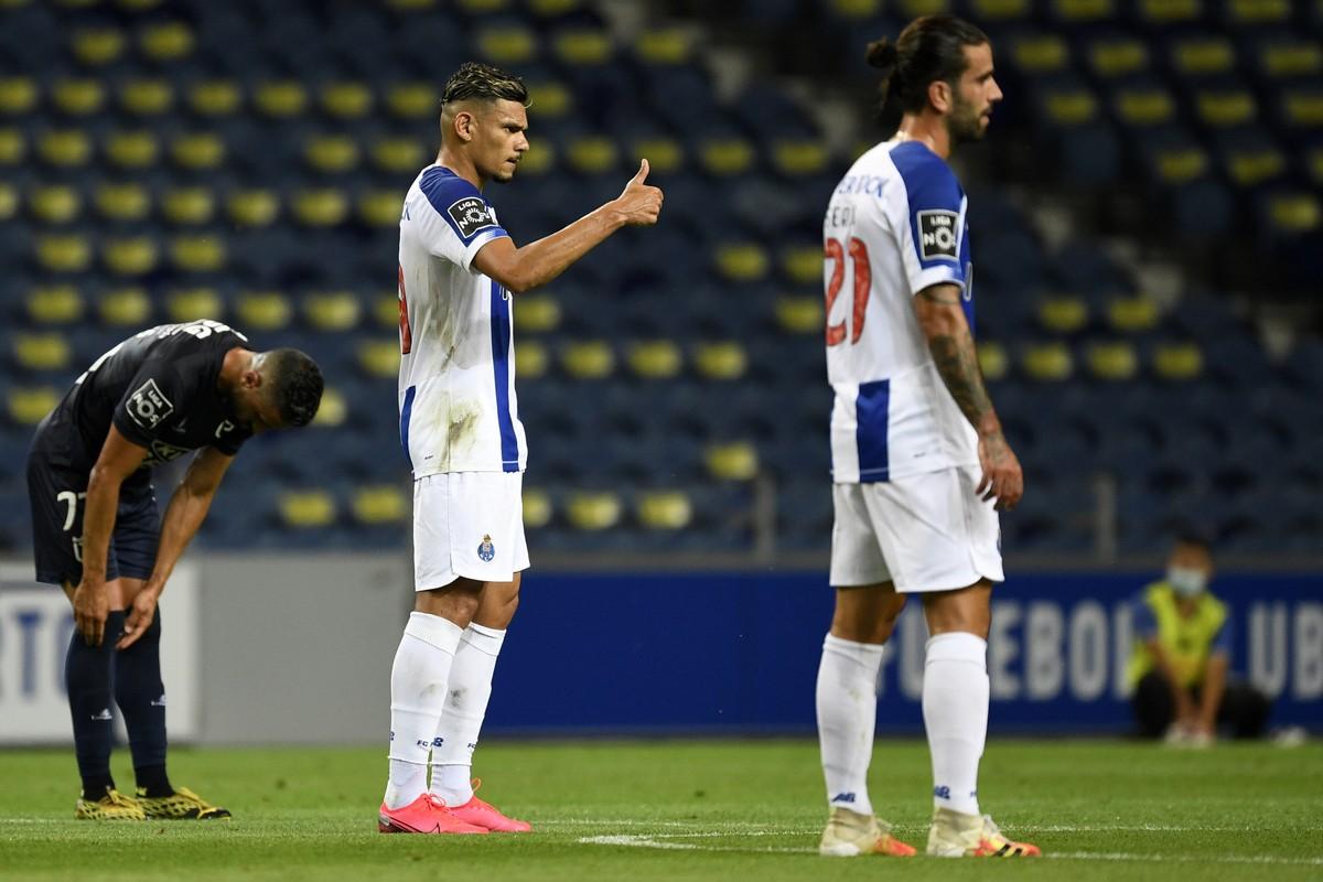 Com gols de Soares e Alex Telles, Porto goleia o Belenenses e mantém vantagem no Português – globoesporte.com