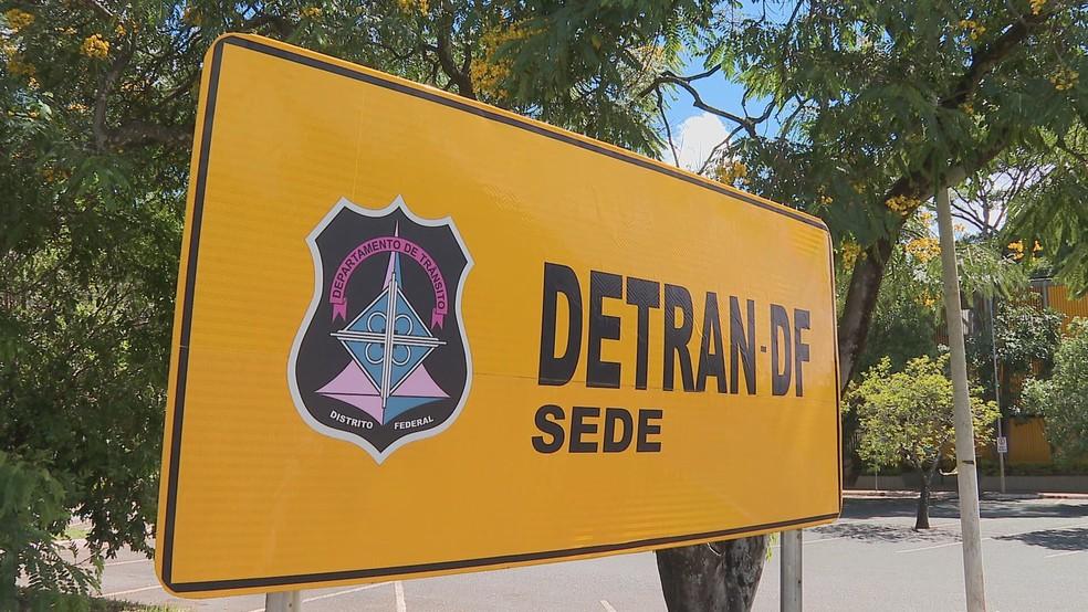 Servidores do Detran-DF denunciam lista de vacinação contra Covid-19 com funcionários aposentados e de cargos administrativos  — Foto: TV Globo/Reprodução