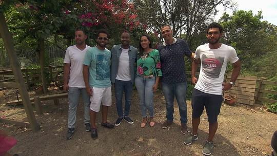 Cantor Thiaguinho faz surpresa para família que adotou cinco irmãos órfãos