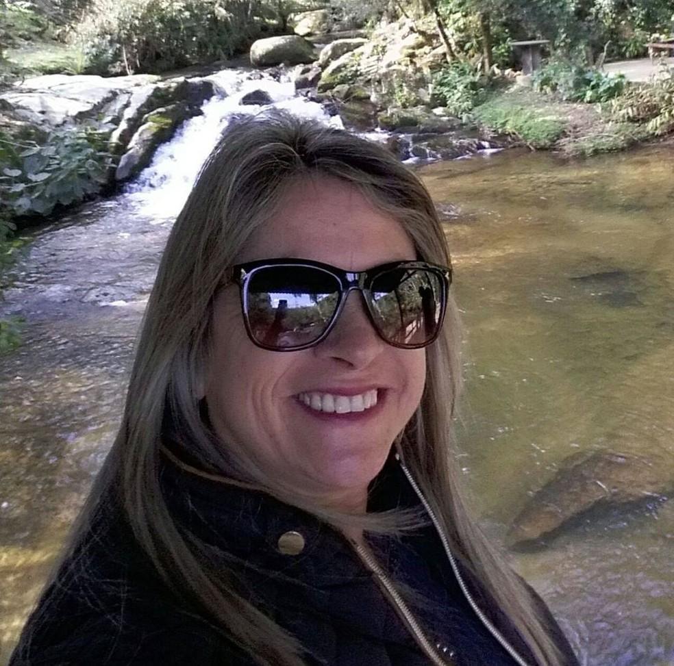 Elenir de Siqueira Fontão, 49, foi assassinada em escola no bairro Campeche, em Florianópolis. — Foto: Reprodução/Facebook