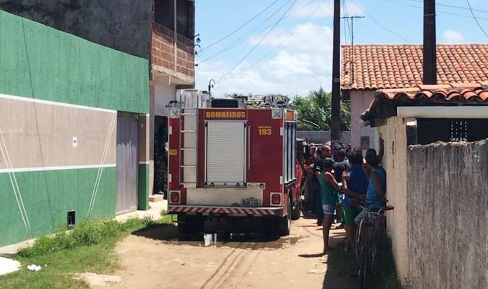 Casa onde o corpo foi encontrado (Foto: Kleber Teixeira/Inter TV Cabugi)