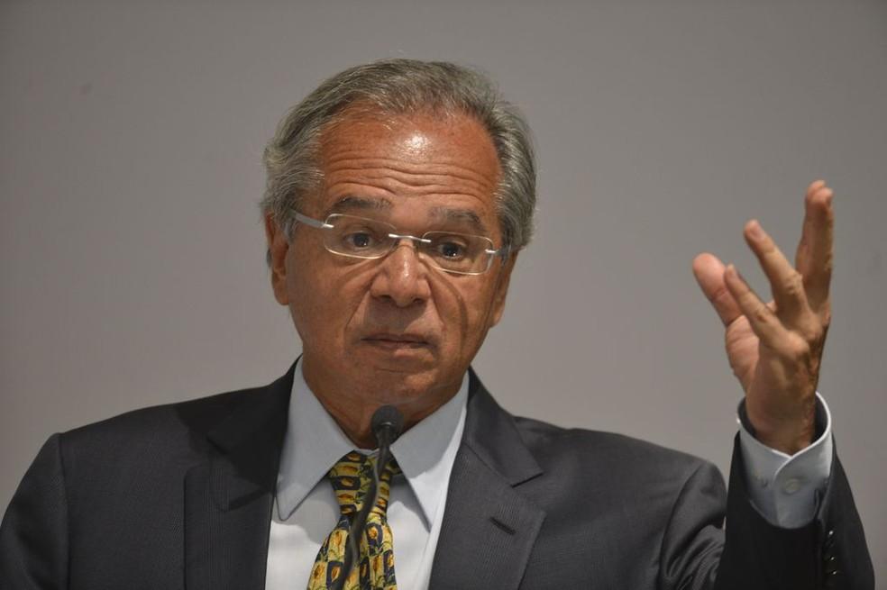 O novo ministro da Economia, Paulo Guedes, durante cerimônia de transmissão de cargo, em Brasília — Foto: Valter Campanato/Agência Brasil