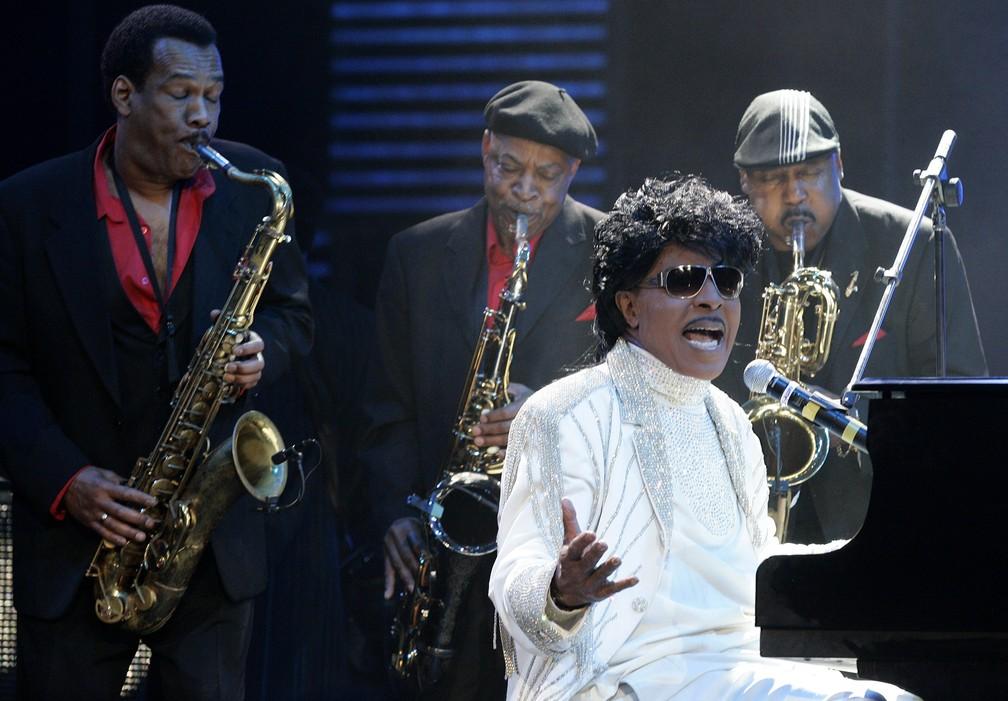 Nesta foto de arquivo de 30 de maio de 2009, Little Richard se apresenta no 'The Domino Effect', um concerto em homenagem ao músico Fats Domino, no New Orleans Arena, em New Orleans, na Luisiana — Foto: Patrick Semansky/AP/Arquivo