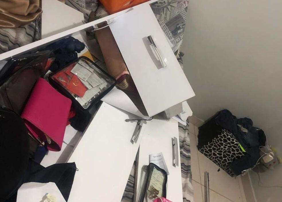 Móveis ficaram destruídos após agressão de morador do DF à ex-namorada, no fim de semana (Foto: Polícia Civil/Divulgação )