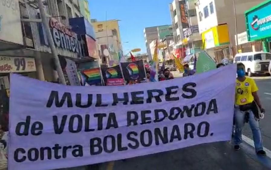 Manifestantes fazem atos contra Bolsonaro e a favor da vacina no Sul do Rio
