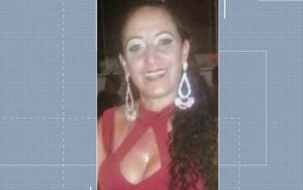 Professora Wallen Sandra Carneiro foi encontrada morta dentro de casa, em Panamá, Goiás (Foto: Reprodução/TV Anhanguera)