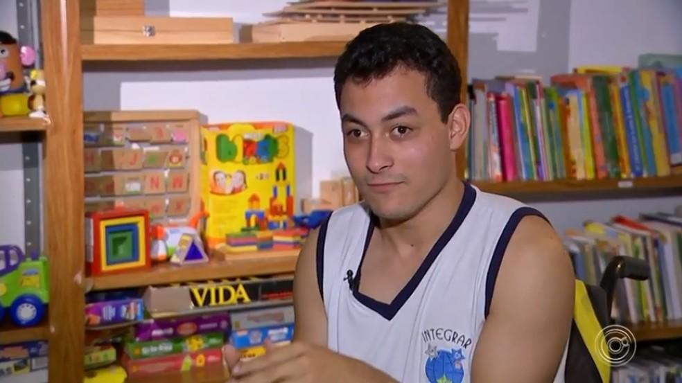 Estudante Guilherme Silva Rodrigues é apaixonado por Fórmula 1 — Foto: Reprodução/TV TEM