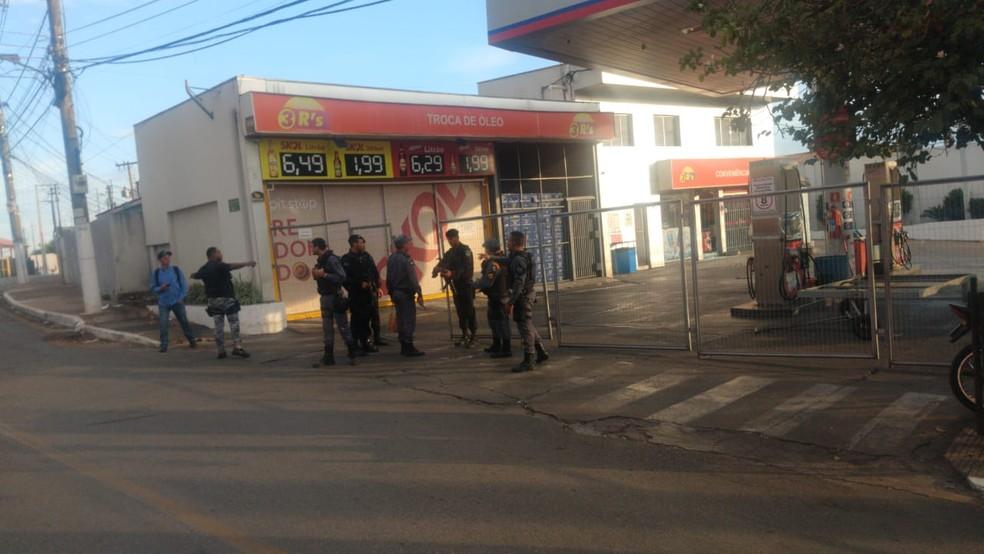 Os policiais fizeram rondas, mas nenhum assaltante foi preso ou identificado em Cuiabá — Foto: Brígida Mota/TV Centro América