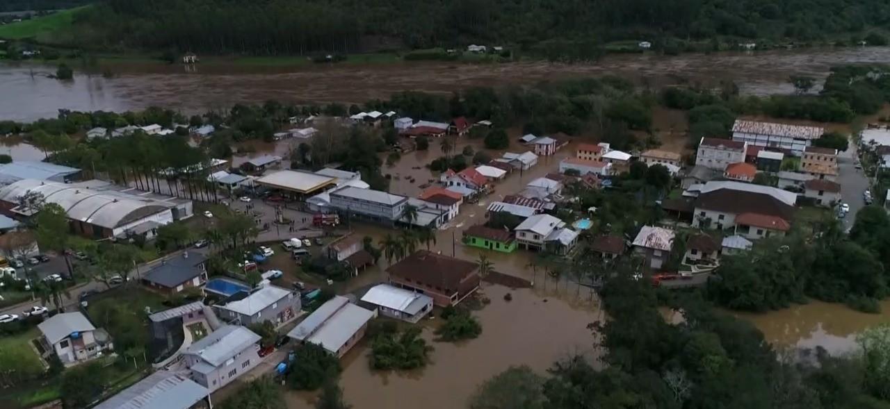 Municípios do RS sofrem com impactos provocados pela chuva, e alerta de cheias permanece