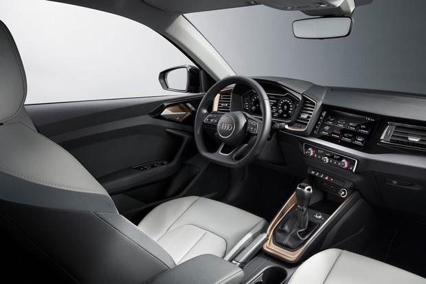 Claro que o painel do A1 é mais sofisticado que o do VW Polo (Foto: Divulgação)