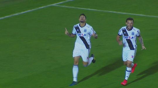 Sem jogar há um mês, Léo Santos treina entre titulares e reencontra rival de boa lembrança