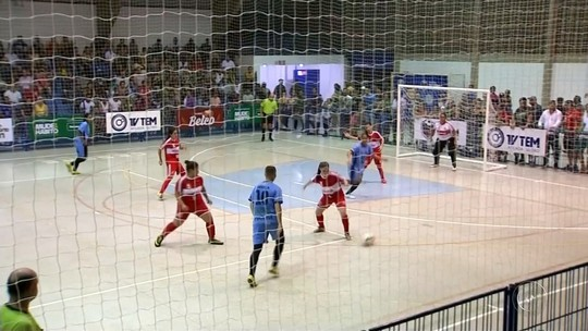 f06cfcf1a2976 Pirajuí derrota Promissão no masculino em noite de abertura da Copa TV TEM
