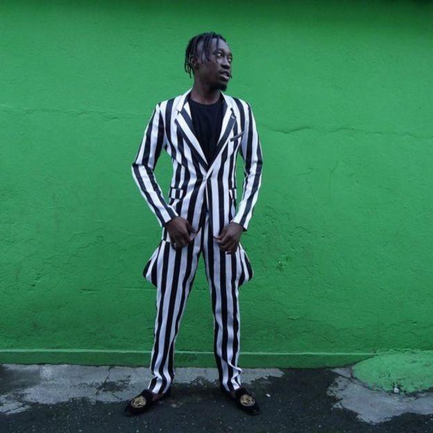 Refugiados trazem para o Brasil os trajes africanos de estampas marcantes e cores fortes (Foto: Fabio Teixeira/BBC News Brasil)