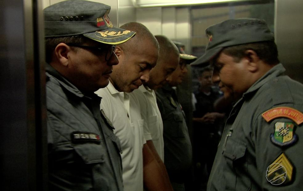Coronel PM Evandro Lesco, de camisa branca na foto, prestou depoimento nesta semana (Foto: TVCA/Reprodução)