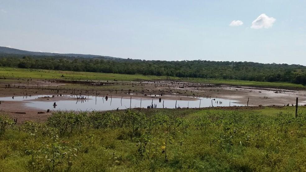 Barragem seca e moradores de Paraíso do Tocantins ficam sem água (Foto: Dinaredes Parente/TV Anhanguera)